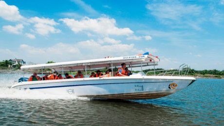 CU CHI TUNNELHALD DAY BY SPEEDBOAT WITH LUNCH